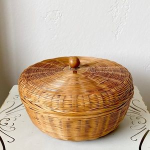 Vintage wicker basket box with lid